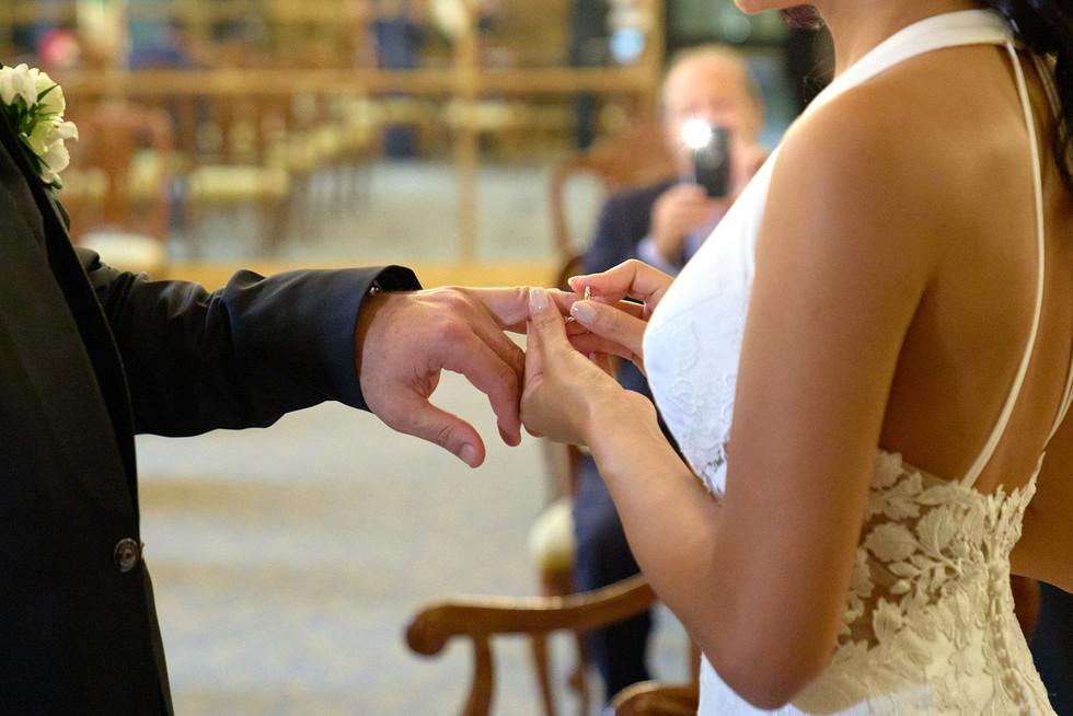 scambio delle fedi nuziali, fotografo matrimonio Novara,