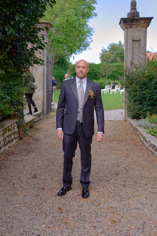 sposo, figura intera, fotografo matrimonio Novara