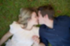 fidanzati-innamorati-che-si-baciano-dist