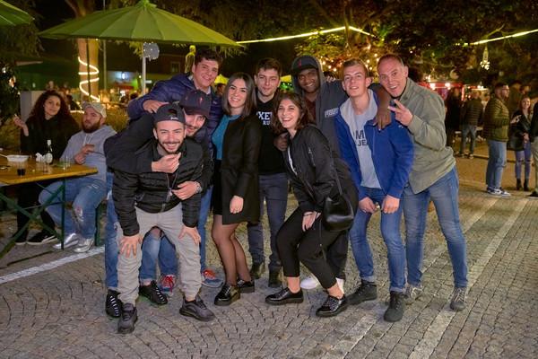 gruppo-di-amici-fotografo-eventi-novara-