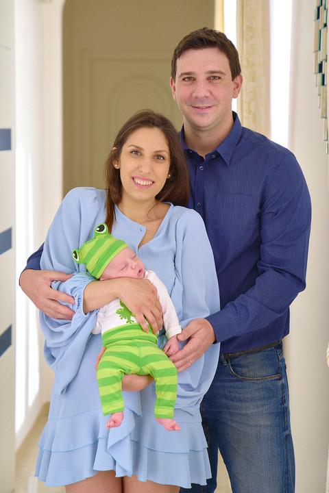New born photography, foto di famiglia, fotografie neonati, papà mamma e neonato, neonato, fotografo Novara, Studio Icona Wedding, fotografo matrimonio Novara,