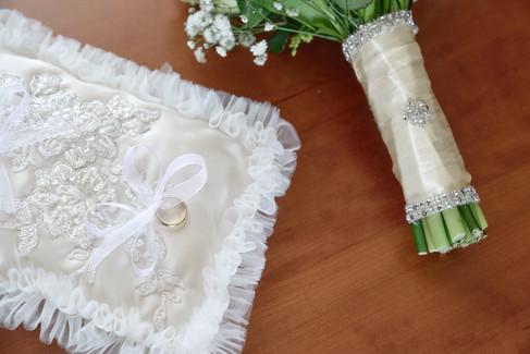 cuscino fedi anelli, bouquet, fotografo matrimonio Novara,