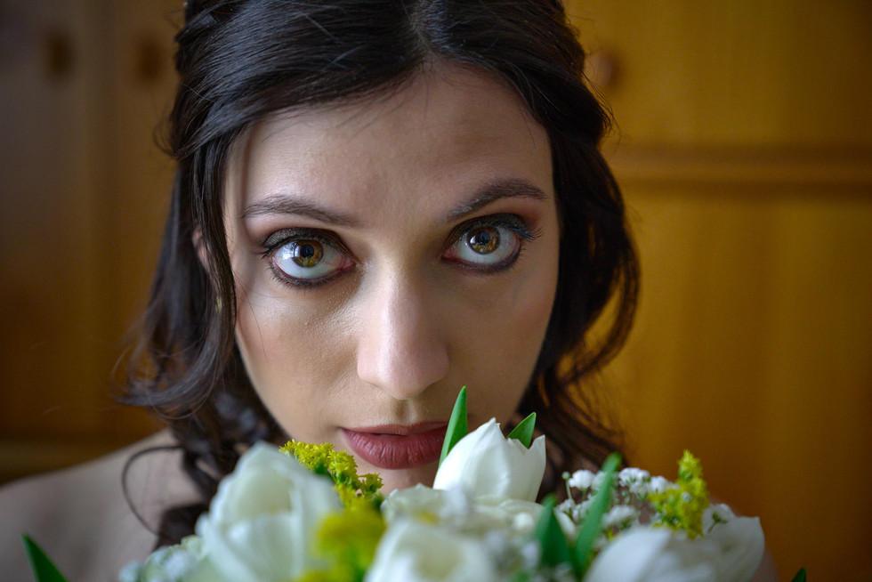 sguardo sposa, occhi, bouquet, fotografo matrimonio Novara,