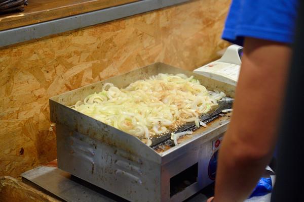 street food cipolle alla piastra fotografo eventi Novara