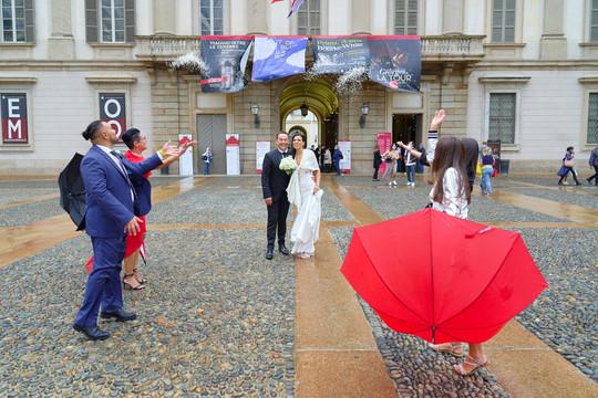 lancio del riso, palazzo reale Milano, fotografo matrimonio Novara,