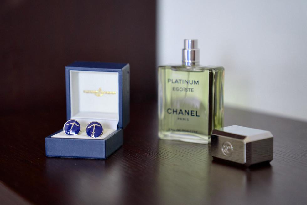 gemelli e profumo dello sposo, fotografo matrimonio Novara,