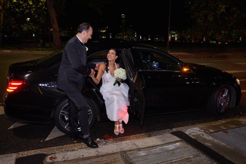 arrivo in auto degli sposi di notte, fotografo matrimonio Novara,