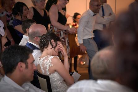 sposa che ride facepalm, fotografo matrimonio Novara,