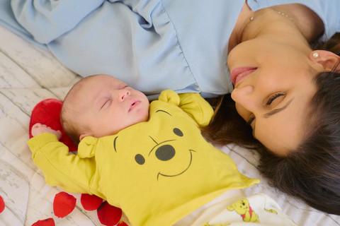 New born photography, foto di famiglia, mamma e figlio, neonato, fotografie neonati, fotografo Novara, Studio Icona Wedding, fotografo matrimonio novara,