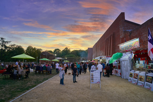 Street food al tramonto viale al Castello di Novara fotografo eventi Novara