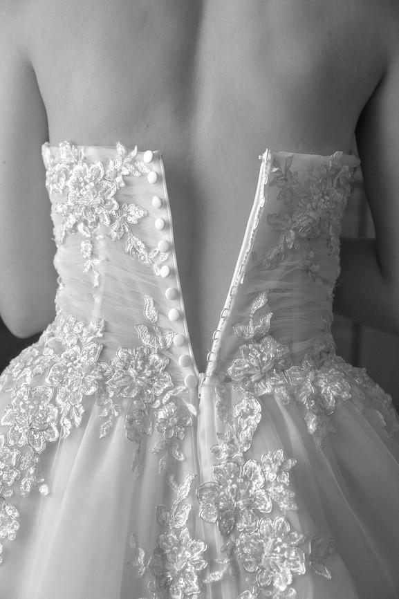 bottoni abito da sposa, vestito, preparativi matrimonio, fotografo matrimonio Novara,