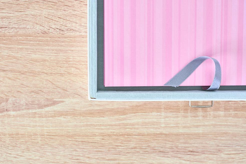 Album fotolibro dettaglio cofanetto nastro raso
