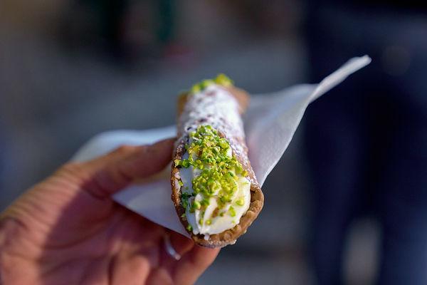 street food cannolo siciliano fotografo eventi Novara