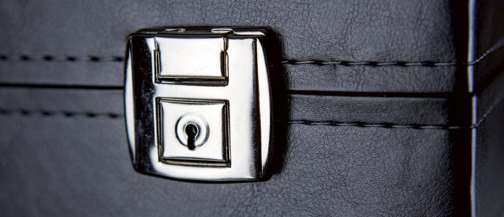 dettaglio-chiusura-metallica-valigetta-n