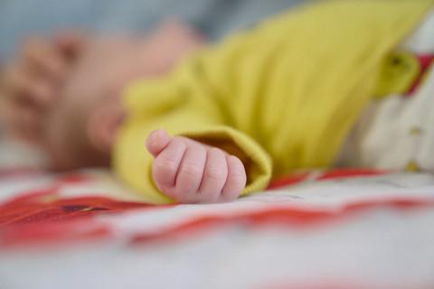 New born photography, foto di famiglia, dettaglio manina, mano neonato, neonato, fotografie neonati,  fotografo Novara, Studio Icona Wedding, fotografo matrimonio novara,