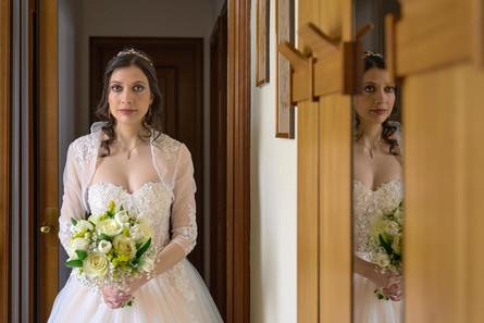 sposa, mezza figura, bouquet matrimonio, fotografo matrimonio Novara,
