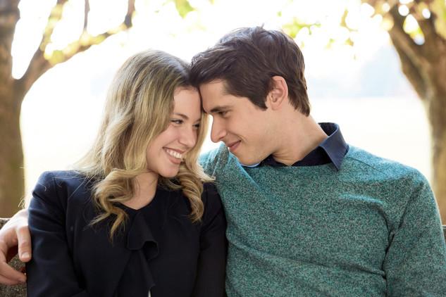 Fidanzati sguardo di intesa, fotografo matrimonio, servizio fotografico di fidanzamento