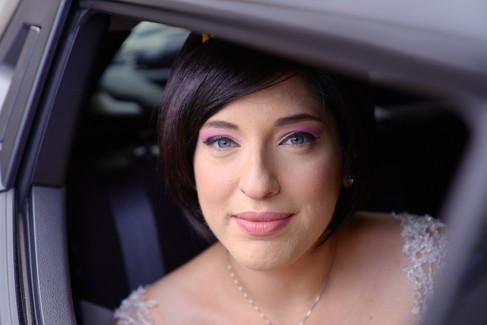 ritratto sposa dall'automobile, fotografo matrimonio Novara