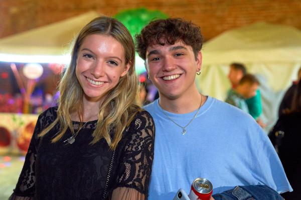 Ragazzo e ragazza allo Street food fotografo eventi Novara