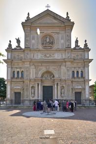 esterno chiesa, totale, basilica San Martino Magenta, fotografo matrimonio Novara,