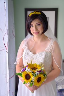 mezza figura sposa con abito e bouquet, fotografo Matrimonio Novara,