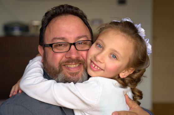 ritratto papà e figlia, sorrisi, foto di famiglia, fotografo matrimonio Novara,