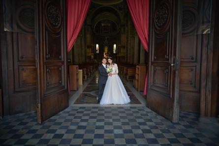 uscita sposi, portone chiesa, basilica San Martino Magenta, fotografo matrimonio Novara,