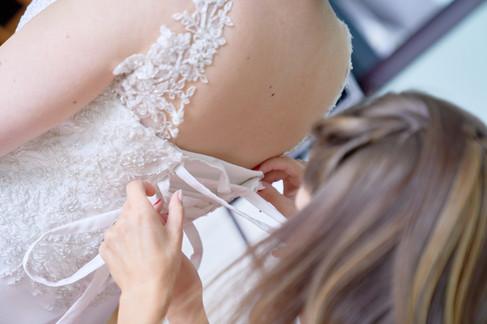 dettaglio lacci abito da sposa,