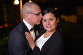 Sposi vicini in primo piano, notte, fotografo matrimonio Novara,