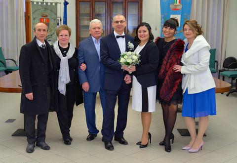 Foto di gruppo finita la cerimonia civile, fotografo matrimonio Novara,