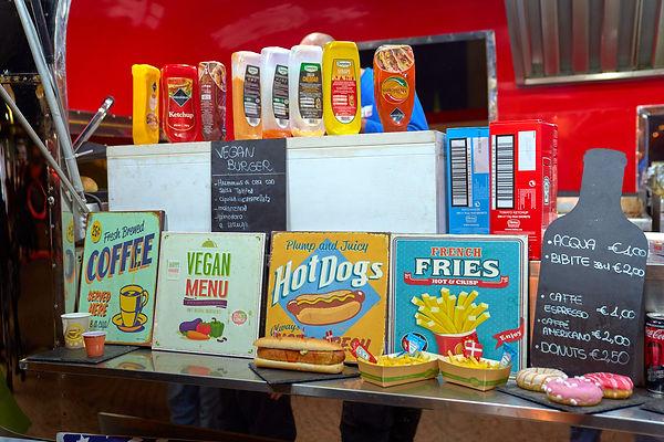 Street food cartelli panini hot dog fotografo eventi Novara