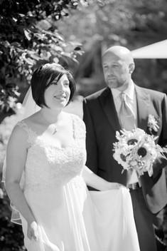 ritratto verticale in bianco e nero degli sposi, al castello Sillavengo, fotografo matrimonio Novara,