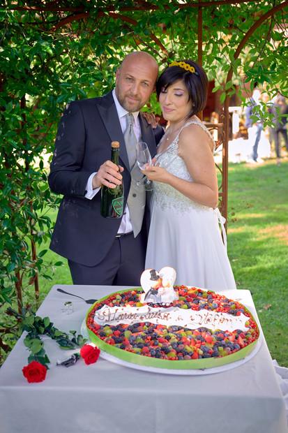 bottiglia brindisi sposi, torta nuziale, fotografo matrimonio Novara,