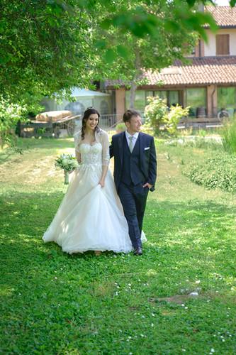 passeggiata nel verde, cascina Riazzolo, fotografo matrimonio Novara,