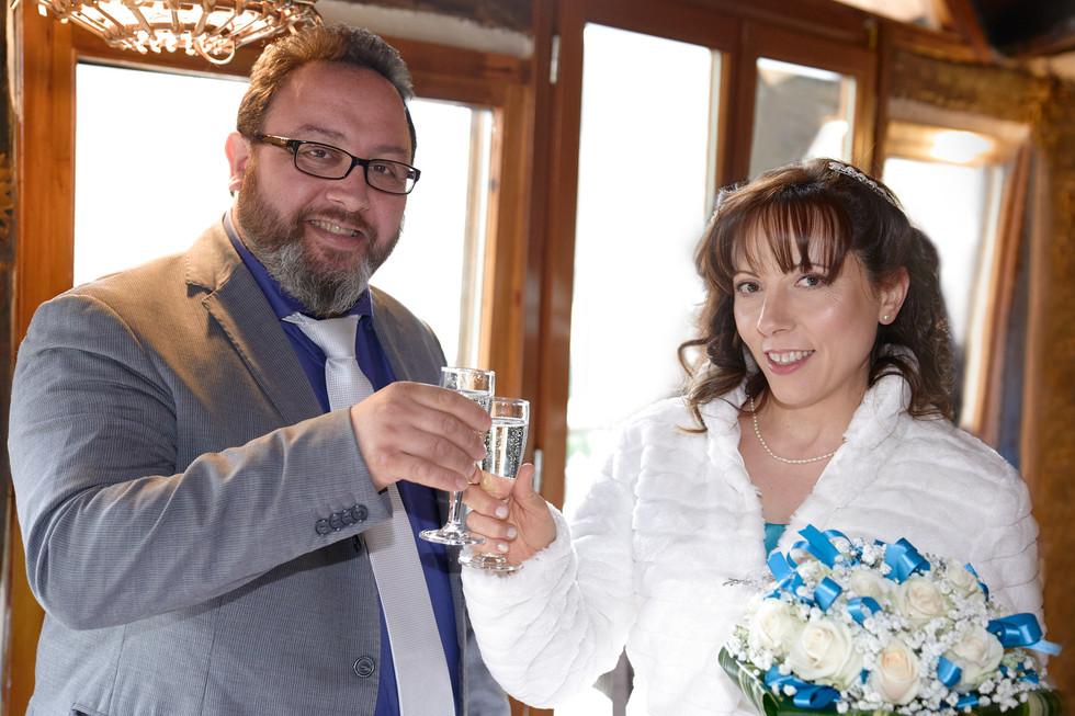 brindisi sposi, Laghetto della Gelata a Soriso, fotografo matrimonio Novara,