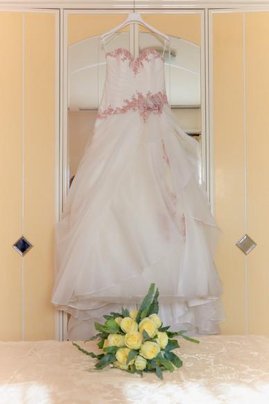 Abito da sposa e bouquet