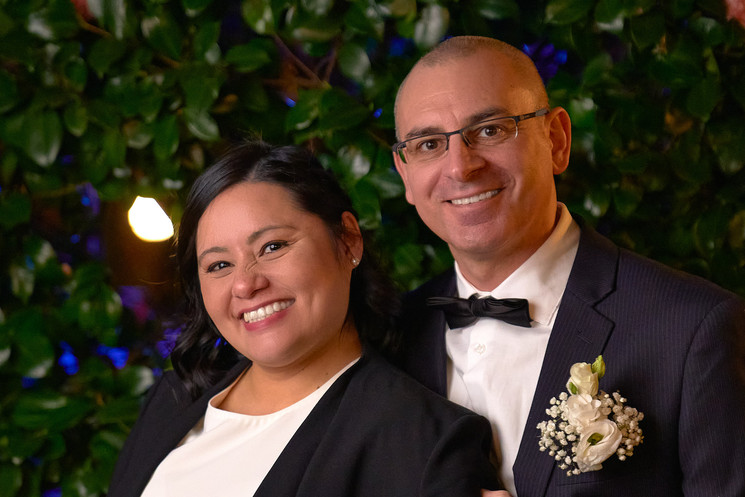 Mezzo primo piano, sposi sorridenti, fotografo Novara