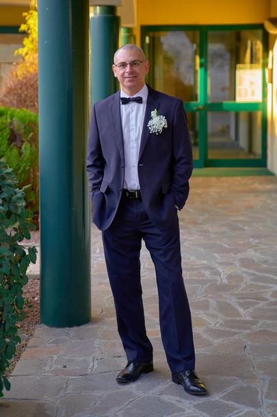 Sposo figura intera, fotografo matrimonio Novara,