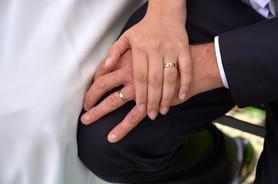 mani e anelli sposi, fotografo matrimonio Novara,