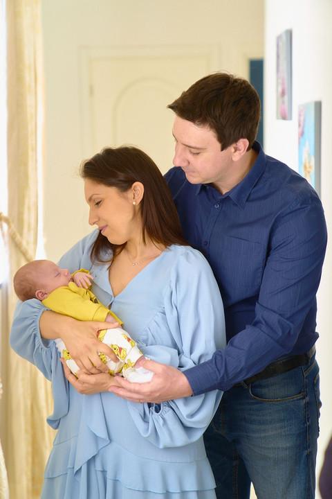 New born photography, foto di famiglia, papà mamma e neonato, fotografie neonati, fotografo Novara, Studio Icona Wedding, fotografo matrimonio novara,