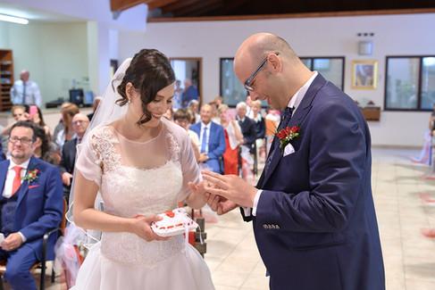 scambio delle fedi, sposo e sposa, fotografo matrimonio Novara