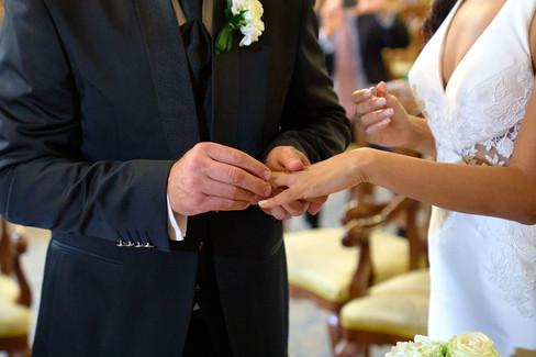 scambio delle fedi, fotografo matrimonio Novara,