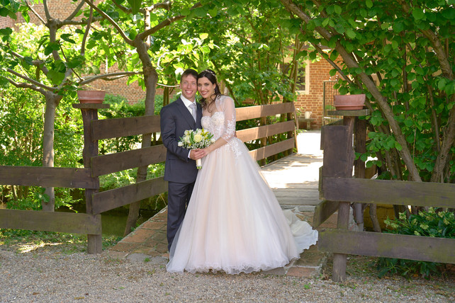 sposi, ponte, cascina Riazzolo, fotografo matrimonio Novara,