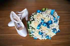 bouquet e scarpe da sposa, fotografo matrimonio Novara,