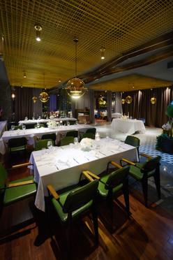 locale matrimonio, interni, tavoli e sedie, Top Carne Milano, fotografo matrimonio Novara,