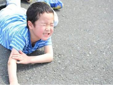お子様の肘の痛みは様々です