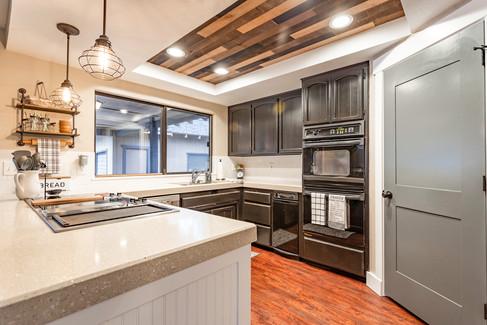 21 Kitchen.jpg