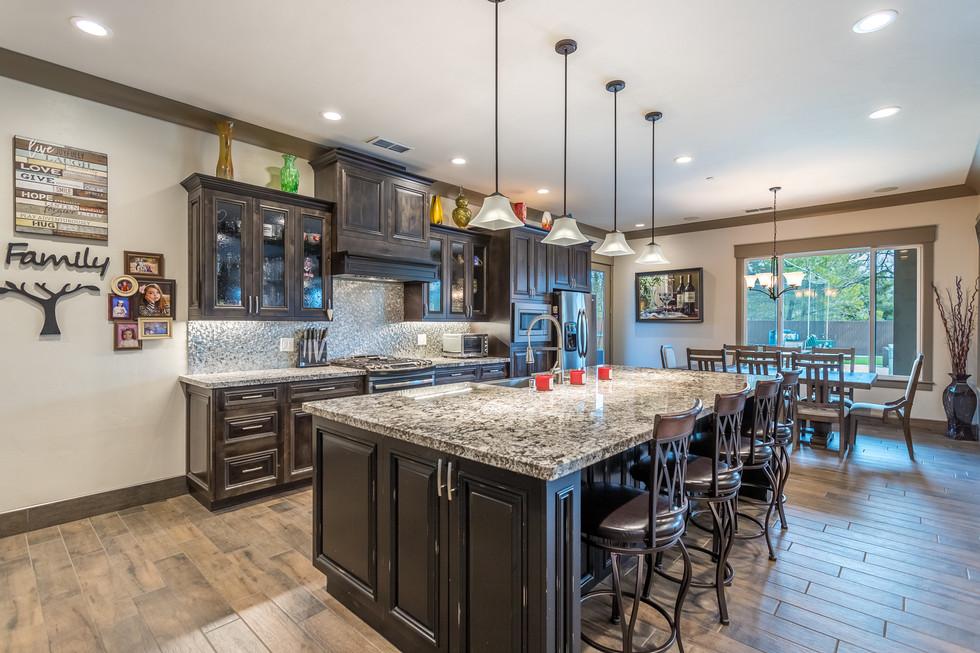 28 kitchen.jpg