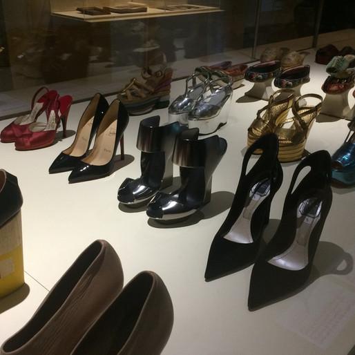 """""""Marche et démarche. Une histoire de la chaussure."""" au musée des Arts Décoratifs"""