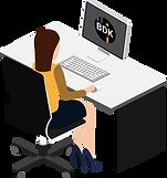 Frau an einem Tisch mit Computerbildschirm, auf welchem Transportsoftware von BDK zu sehen ist.